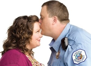 CBS cancela a exibição do episódio final da 3ª temporada de Mike & Molly