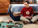 The Big Bang Theory: Leonard tenta animar Sheldon em cena do episódio 7x10