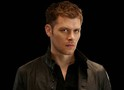 Cena do midseason finale de The Originals: Klaus e Cami falam sobre a profecia