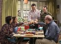 Big Bang Theory: cena do episódio 10x06 traz brunch organizado por Sheldon