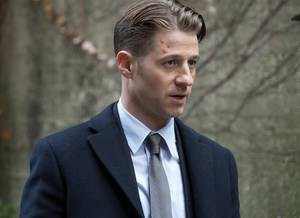 Gotham retorna hoje: trailer e fotos do episódio 3x12 destacam Gordon e Jerome!
