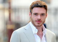 Richard Madden, de Game of Thrones, se junta ao elenco de filme de comédia da Netflix