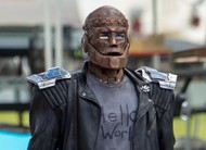 Doom Patrol: fotos do set mostram o Robotman de Brendan Fraser