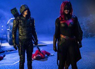Elseworlds: heróis encontram Lois, Superman e Batwoman em cenas do crossover
